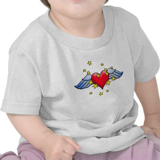 Corazón del vuelo camisetas