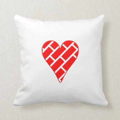 Corazón diagonal rojo de los ladrillos cojines