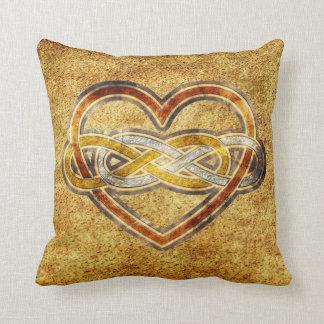 Corazón doble del infinito del símbolo bicolor cojín