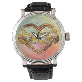 Corazón doble del infinito del símbolo bicolor reloj