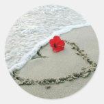 Corazón en arena pegatina redonda