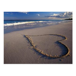 corazón en arena postales