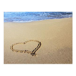 Corazón en arena tarjeta postal