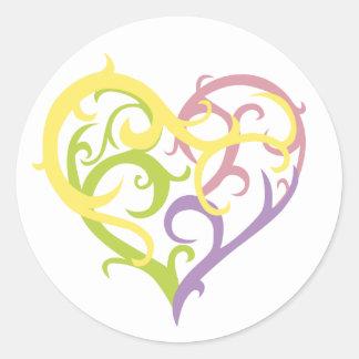 corazón en colores pastel del tatuaje de la vid etiquetas redondas