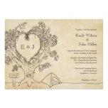 Corazón en invitaciones de un boda del árbol que a