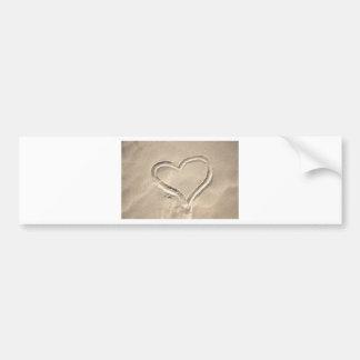 Corazón en la arena etiqueta de parachoque