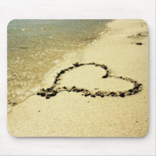 Corazón en la arena Mousepad Alfombrilla De Raton