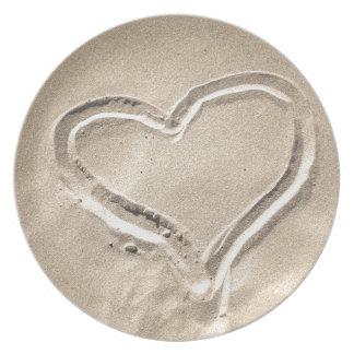 Corazón en la arena platos para fiestas