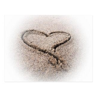 corazón en la arena tarjeta postal