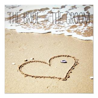 Corazón en la invitación del boda de playa invitación 13,3 cm x 13,3cm