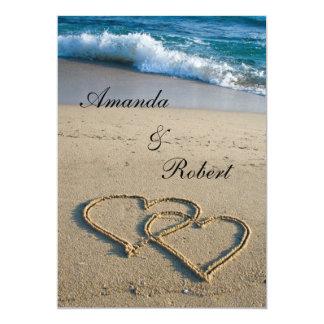 Corazón en la invitación del boda de playa de la