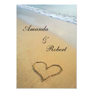 Corazón en la invitación del boda de playa de la invitación 12,7 x 17,8 cm