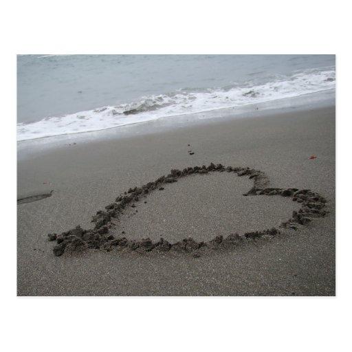 Corazón en la playa postales