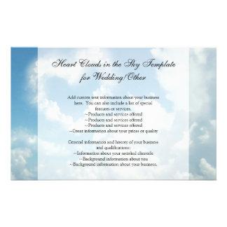 Corazón en las nubes, amor romántico del cielo azu tarjetas informativas