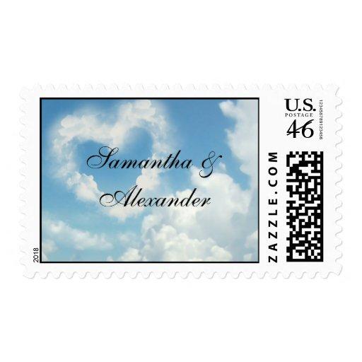 Corazón en las nubes, amor romántico del cielo azu sello