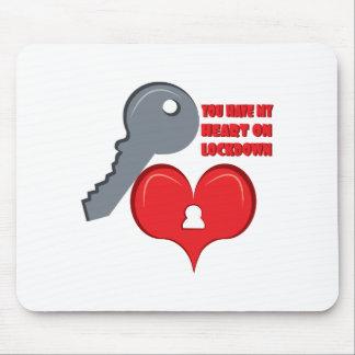 Corazón en Lockdown Alfombrillas De Raton