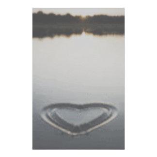 Corazón en los efectos de escritorio de la arena papeleria