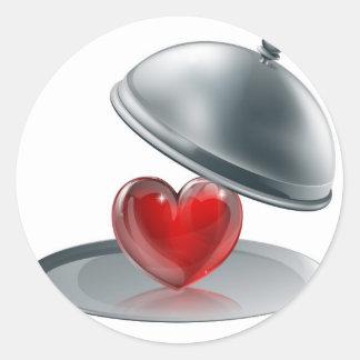 Corazón en un disco de plata pegatina redonda
