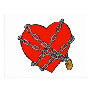corazón encadenado y cerrado tarjetas postales