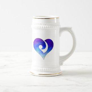 Corazón enganchado estilizado moderno 18 jarra de cerveza