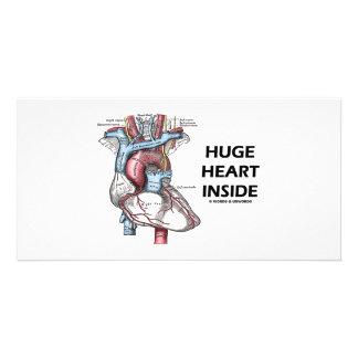 Corazón enorme dentro tarjetas fotograficas