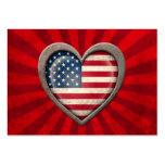 Corazón envejecido de la bandera americana con los tarjetas de visita