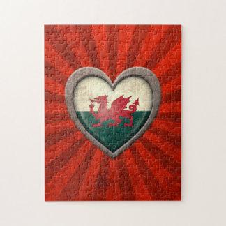 Corazón envejecido de la bandera Galés con los ray Rompecabezas