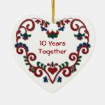 Corazón escandinavo 10 años junto de aniversario ornamento para arbol de navidad