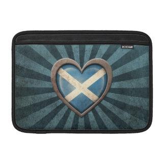 Corazón escocés envejecido de la bandera con los r funda para macbook air