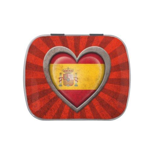 Corazón español envejecido de la bandera con los r frascos de caramelos