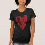 Corazón flaco del muchacho camiseta
