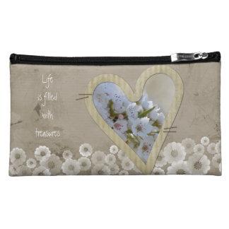 Corazón floral blanco elegante