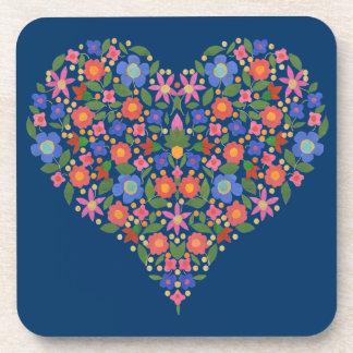 Corazón floral del estilo del arte popular, posavaso
