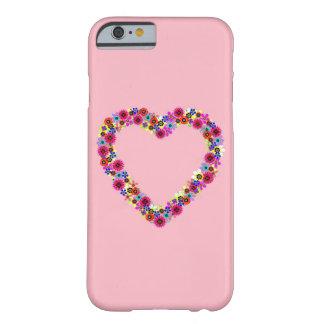 Corazón floral en rosa color de rosa funda barely there iPhone 6