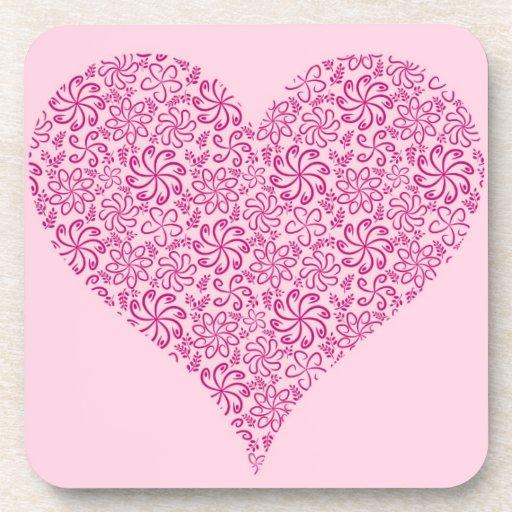 Corazón floral rosa claro con un nombre posavasos de bebidas