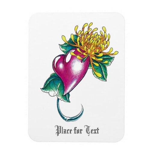 Corazón fresco con el tatuaje amarillo de la flor imán de vinilo
