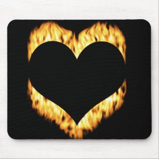 Corazón fresco en el cojín de ratón del fuego tapetes de ratones