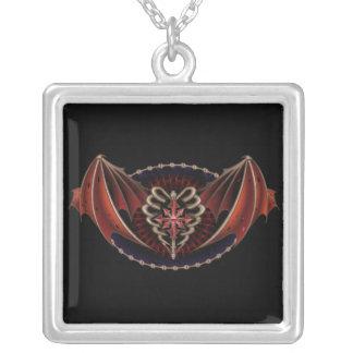 Corazón gótico con diseño del tatuaje de las alas colgante cuadrado