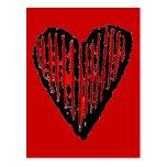 Corazón grabado rayado rojo tarjeta postal
