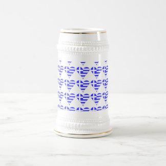 Corazón griego tejado de la bandera enrrollado jarra de cerveza