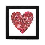 Corazón hecho de las hojas del trébol rojo cajas de recuerdo