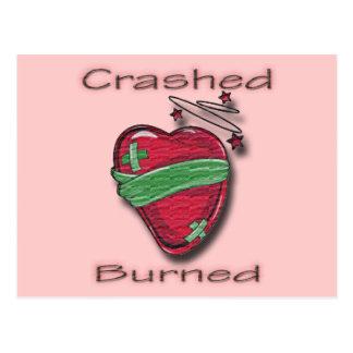 Corazón herido estrellado y quemado postal
