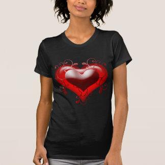 Corazón hermoso con los detalles añadidos camiseta