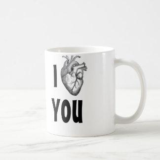 Corazón I que usted asalta (corazón anatómico) Taza Básica Blanca