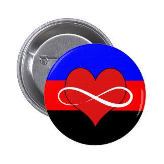 Corazón infinito con la bandera pin redondo 5 cm