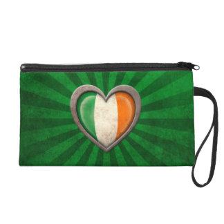 Corazón irlandés envejecido de la bandera con los