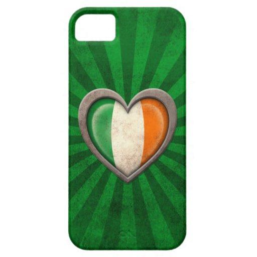 Corazón irlandés envejecido de la bandera con los  iPhone 5 coberturas
