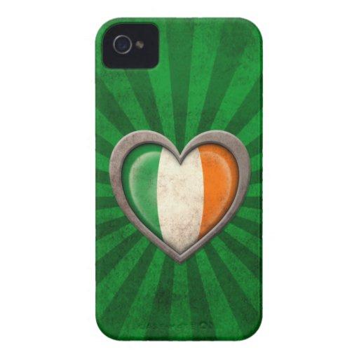 Corazón irlandés envejecido de la bandera con los  Case-Mate iPhone 4 cárcasas