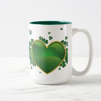 Corazón irlandés taza de dos tonos