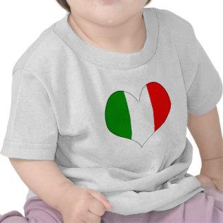 Corazón italiano de la bandera camiseta